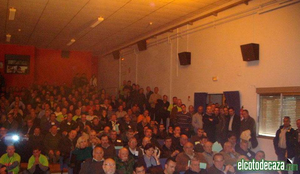 Imagen de la Asamblea Anual de Apaval, celebrado en el Auditorio de Almassora después de la concentración.